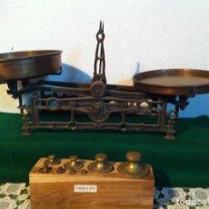 Antigüedades: PRECIOSA BALANZA AUSTRIACA CON JUEGO DE 8 PESAS DE BRONCE 100 AÑOS (BA 03+PE27). Lote 140405018