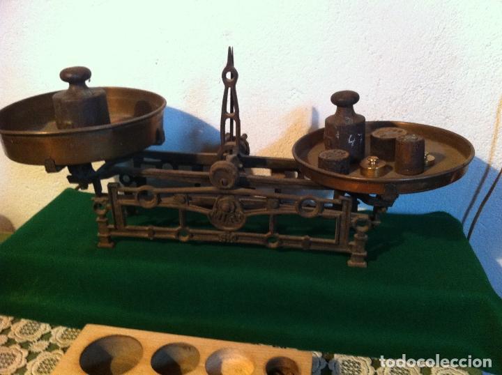 Antigüedades: PRECIOSA BALANZA AUSTRIACA CON JUEGO DE 8 PESAS DE BRONCE 100 AÑOS (BA 03+PE27) - Foto 3 - 140405018