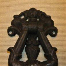Antigüedades: ANTIGUO ALDABA / PICADOR DE HIERRO COLADO. Lote 140471294