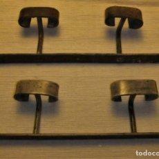 Antigüedades: 2 COLGADORES DE HIERRO. Lote 140472194
