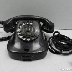 Teléfonos: ANTIGUO TELÉFONO DE BAQUELITA NEGRO AÑOS 60 VINTAGE AUTENTICO EXCELENTE PIEZA DE DECORACIÓN. Lote 140473834