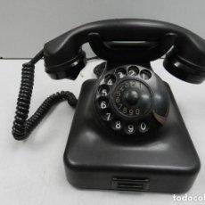 Teléfonos: ANTIGUO TELÉFONO DE BAQUELITA NEGRO AÑOS 30 - 40 BUEN ESTADO EXCELENTE PIEZA DE DECORACIÓN. Lote 140474038