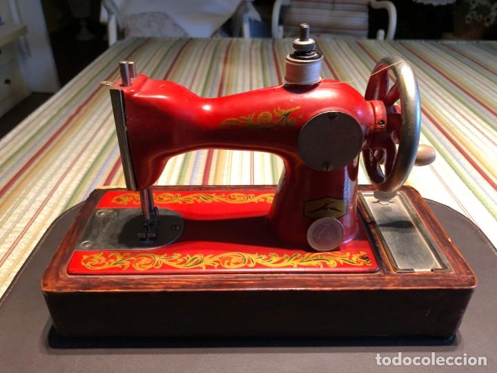 MÁQUINA COSER TAMAÑO MINI (Antigüedades - Técnicas - Máquinas de Coser Antiguas - Otras)