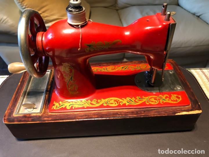 Antigüedades: Máquina coser tamaño mini - Foto 3 - 140481874