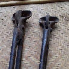 Antigüedades: HERRAMIENTAS ANTIGUAS EN LOTE DE FONTANERÍA. PARA CORTAR TUBOS DE PLOMO. Lote 140498042
