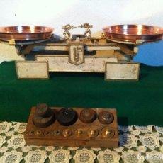 Antigüedades: BONITA BALANZA SUECA CON PLATOS COBRE Y SU JUEGO DE PESAS (BA 08+PR2B). Lote 140644162