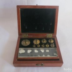 Antigüedades: CAJA DE PESAS DE BALANZA DE PRECISION L OERTLING 1893. Lote 140752362