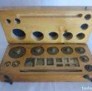 Antigüedades: CAJA DE PESAS DE PRECISION DE 100 A 1 GR. Lote 140755030