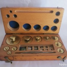 Antigüedades: CAJA PARA BALANZA DE PRECISION DE 200 A 1 GR. Lote 140766058