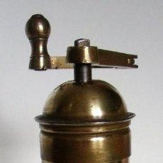 Antigüedades: MOLINILLO DE CAFÉ MARCA PE. DE. MODELO 5053. ALEMANIA. CA. 1920/1936. Lote 140874286