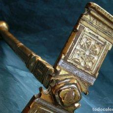 Antigüedades: PRECISO MARTILLO DE BRONCE - PARA CUARTEAR AZÚCAR O SAL - MOTIVOS GRABADOS - ESTILO ÁRABE. Lote 140907962