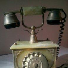 Teléfonos: ANTIGUO TELÉFONO. METAL DORADO Y ONIX. Lote 192260316