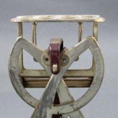 Antigüedades: BALANZA BÁSCULA PUBLICIDAD FARMACIA DE BROMONE ROBIN GLYCOLAINA PEPTOKOLA HACIA 1900. Lote 141008634