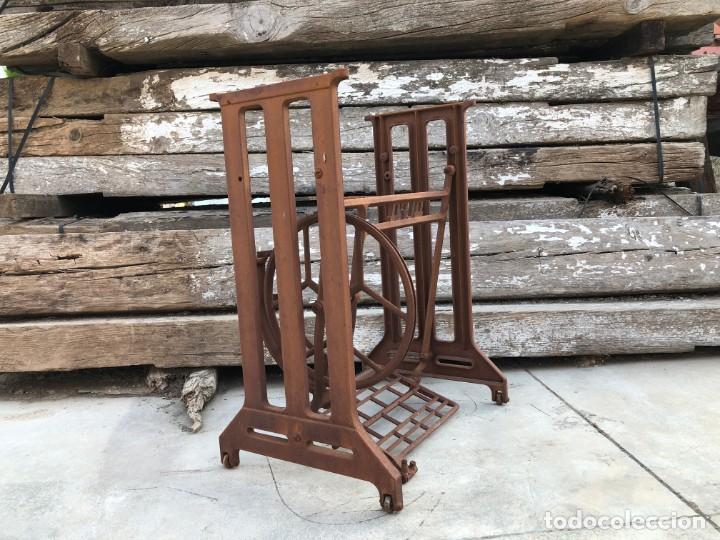 Antigüedades: Pie de máquina de coser Alfa - Foto 2 - 141193598