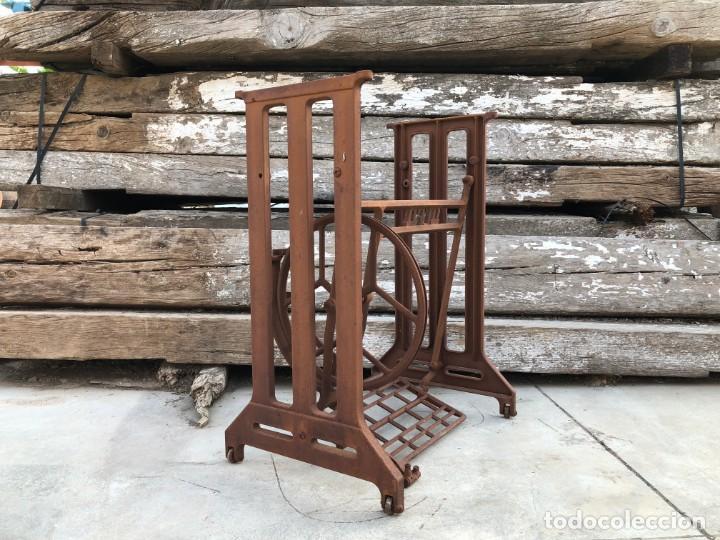 Antigüedades: Pie de máquina de coser Alfa - Foto 3 - 141193598
