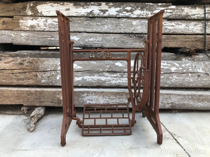 Antigüedades: Pie de máquina de coser Alfa - Foto 6 - 141193598