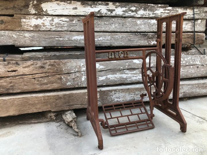 Antigüedades: Pie de máquina de coser Alfa - Foto 7 - 141193598