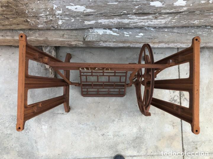 Antigüedades: Pie de máquina de coser Alfa - Foto 9 - 141193598