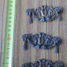 Antigüedades: 3 TIRADORES BRONCE - LATÓN. Lote 141257902