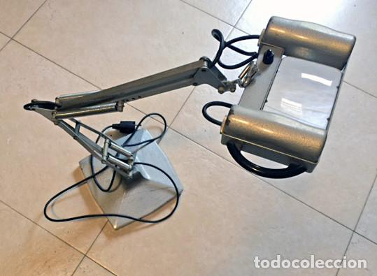 LÁMPARA LUPA DE SOBREMESA CON BRAZO ARTICULADO Y LUZ (Antigüedades - Técnicas - Instrumentos Ópticos - Lupas Antiguas)