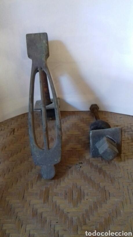 Antigüedades: Antigua aldaba grande, 23 cm, bronce. Muy bonita. Llamador de puertas - Foto 2 - 141556805