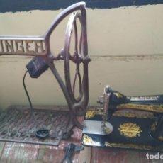 Antigüedades: BONITA MAQUINA DE COSER ANTIGUA SINGER CON PIE Y MOTOR. Lote 141954974