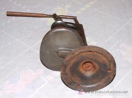 Antigüedades: MAQUINA DE AGUJEREAR PEQUEÑA DE HIERRO - Foto 6 - 142044646