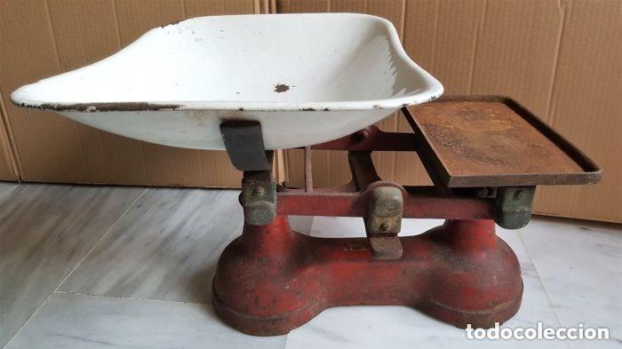 Antigüedades: Antigua balanza inglesa siglo XIX con 7 pesas. Hierro fundido. Plato hierro esmaltado. 44x32x25 cm - Foto 2 - 142056390