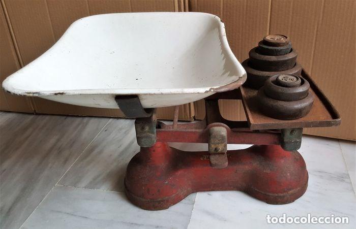Antigüedades: Antigua balanza inglesa siglo XIX con 7 pesas. Hierro fundido. Plato hierro esmaltado. 44x32x25 cm - Foto 14 - 142056390