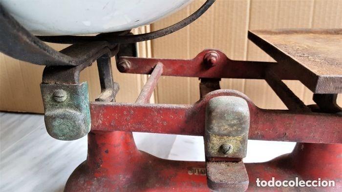 Antigüedades: Antigua balanza inglesa siglo XIX con 7 pesas. Hierro fundido. Plato hierro esmaltado. 44x32x25 cm - Foto 17 - 142056390
