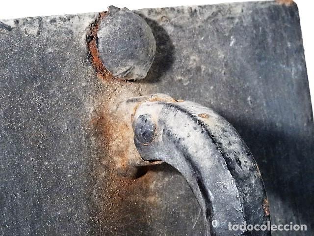 Antigüedades: Hermosa aldaba o llamador de hierro forjado. - Foto 6 - 142069094