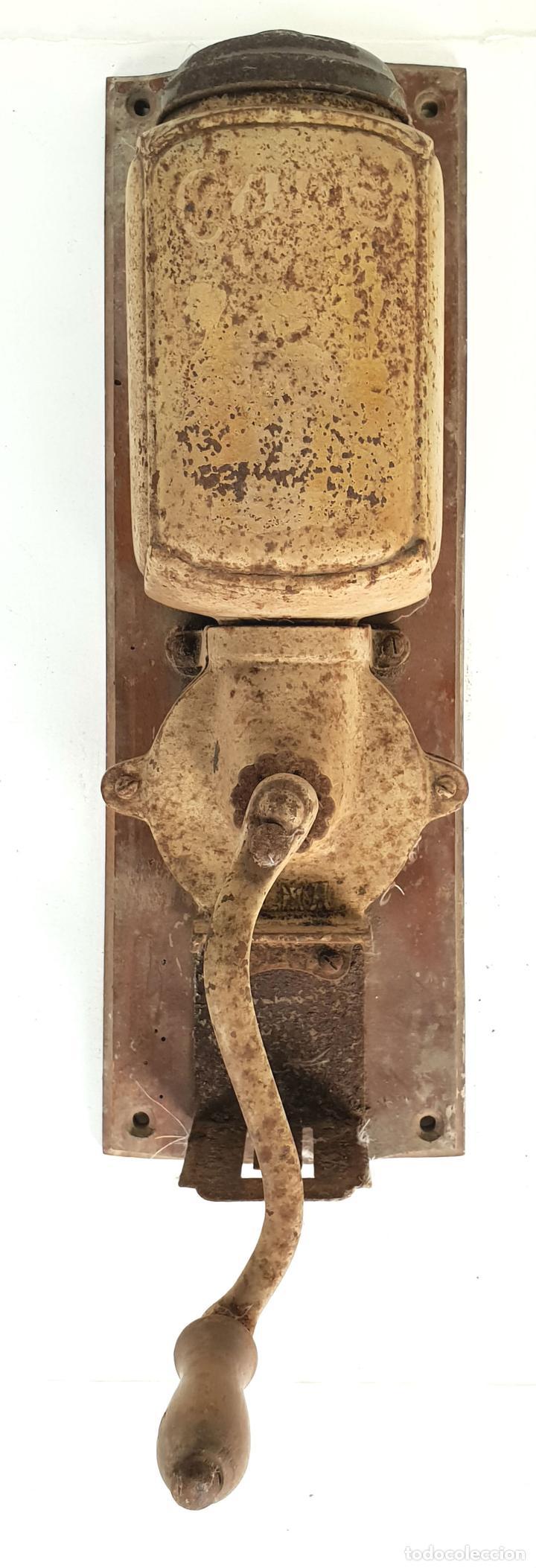 MOLINILLO DE CAFE DE MURAL. MARCA ELMA. METAL. BASE DE MADERA. CIRCA 1950. (Antigüedades - Técnicas - Molinillos de Café Antiguos)