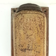 Antigüedades: MOLINILLO DE CAFE DE MURAL. MARCA ELMA. METAL. BASE DE MADERA. CIRCA 1950.. Lote 142152814