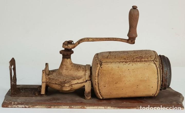 Antigüedades: MOLINILLO DE CAFE DE MURAL. MARCA ELMA. METAL. BASE DE MADERA. CIRCA 1950. - Foto 8 - 142152814