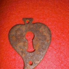 Antigüedades: BOCALLAVE DE FORJA PARA CERRADURA DE ARCA CÓMODA ARMARIO O ALACENA SIGLO XIX, ENVÍO ORDINARIO GRATIS. Lote 144051500