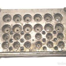 Antigüedades: CAPSULADOR O MOLDE FARMACIA PARA ELABORAR PASTILLAS S XIX, BRONCE CROMADO. MED. 22 X 14 CM. Lote 142474930