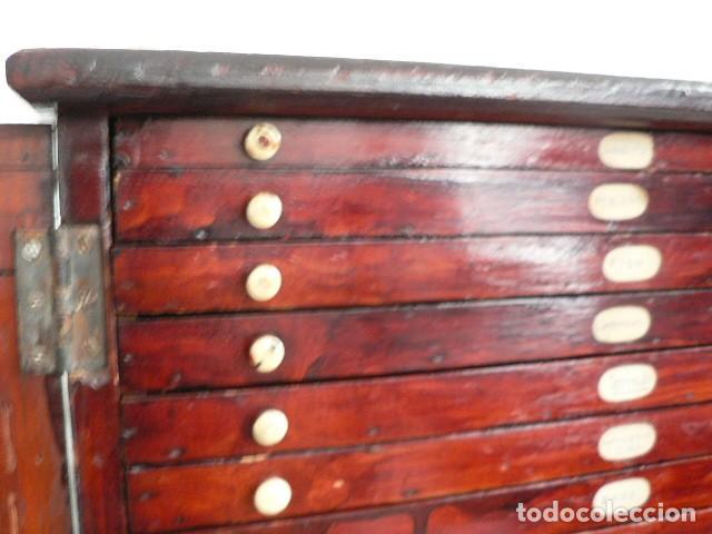Antigüedades: MICROSCOPIO, CABINET PARA PREPARACIONES MICROSCÓPICAS c. 1880 - Foto 10 - 142601034