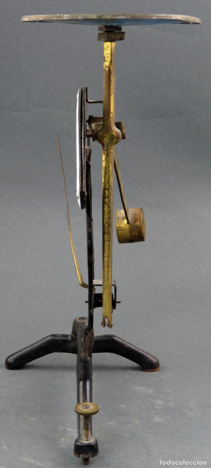 Antigüedades: Bascula balanza española postal pesar cartas correo en hierro Jmaz principios siglo XX - Foto 3 - 142681646