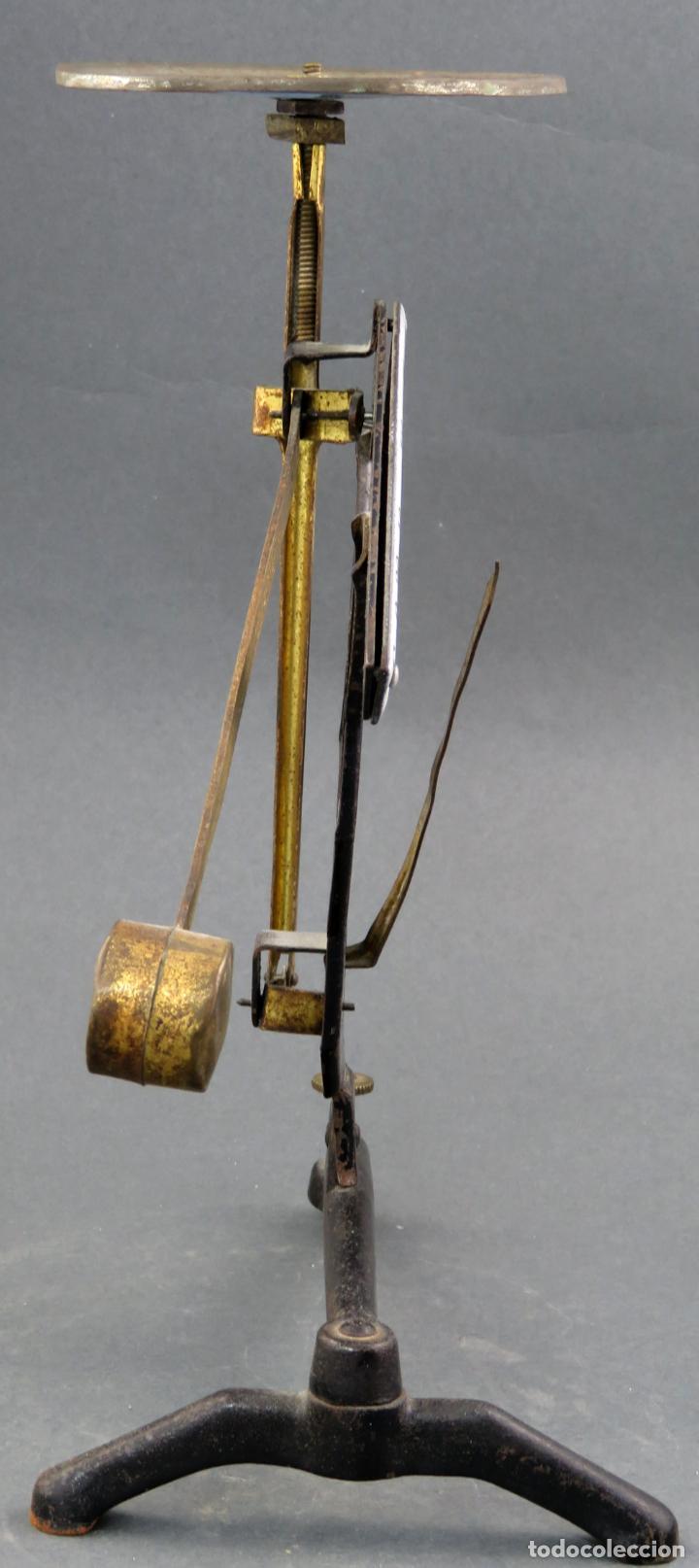 Antigüedades: Bascula balanza española postal pesar cartas correo en hierro Jmaz principios siglo XX - Foto 5 - 142681646
