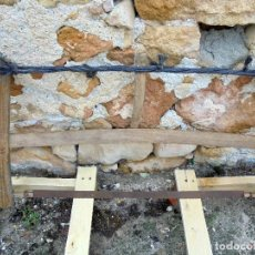Antigüedades: ANTIGUA SIERRA DE CARPINTERO EN MADERA Y CUERDA RÚSTICA TRADICIONAL. Lote 142728982