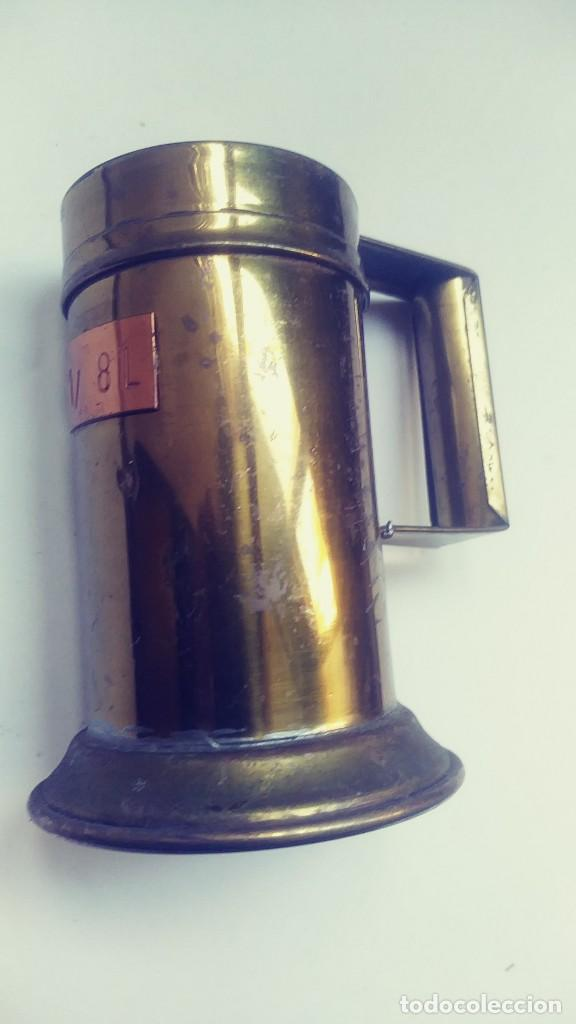 MEDIDOR DE LIQUIDOS DE LATON O COBRE 1/8 (Antigüedades - Técnicas - Medidas de Peso Antiguas - Otras)