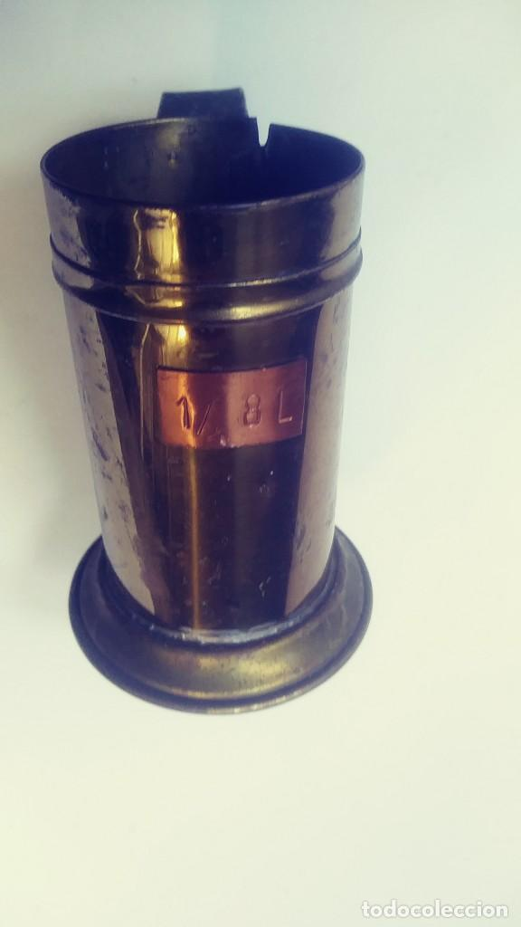 Antigüedades: medidor de liquidos de laton o cobre 1/8 - Foto 3 - 142750194