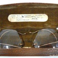 Antigüedades: ANTIGUAS GAFAS BIFOCALES DE PEQUEÑO TAMAÑO + FUNDA. Lote 142809850