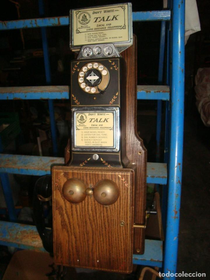 TELEFONO PUBLICO AMERICANO DE MONEDAS . NO FUNCIONA , UNICO EN TODOCOLECCION (Antigüedades - Técnicas - Teléfonos Antiguos)