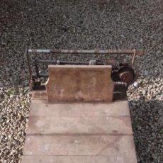 Antigüedades: BÁSCULA PARA PESAR HASTA 200 KILOGRAMOS. Lote 142996134