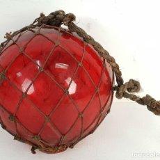 Antigüedades: BOYA PARA RED DE PESCAR. CRISTAL SOPLADO. COLOR ROJO. MALLA DE CUERDA. SIGLO XIX-XX. . Lote 143128242