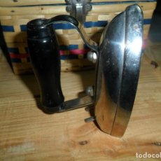 Antigüedades: PLANCHA PEQUEÑA ELECTRICA. Lote 143151858