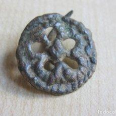 Antigüedades: CLAVO ANTIGUO DE BRONCE FORMA DE RUEDA CORDADA POSIBLE ANTERIOR A S XVIII. Lote 143389958