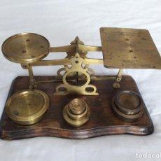 Antigüedades: ANTIGUO PESACARTAS CON PESAS -GRAN TAMAÑO. Lote 143608038