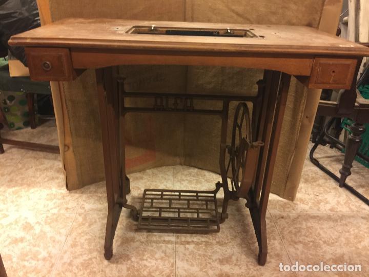 Antiguos pies y mesa para maquina de coser alfa - Vendido